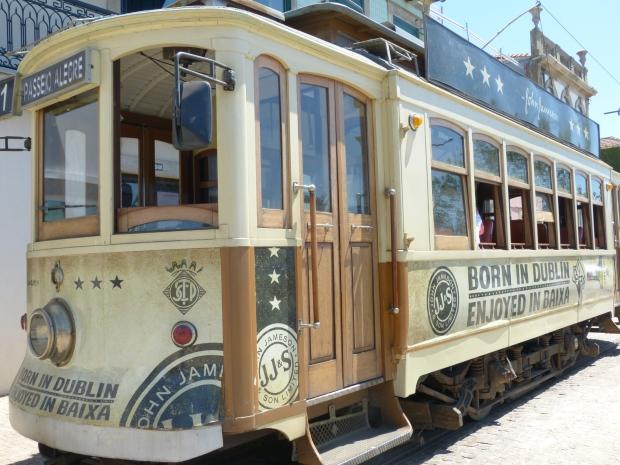 Tramway Passeo alegre Porto longeant le rio Douro blog lifestyle dracipana.com
